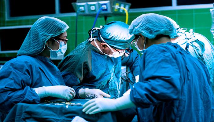 Urólogo Caracas - Dr. Meleán - equipo quirúrgico